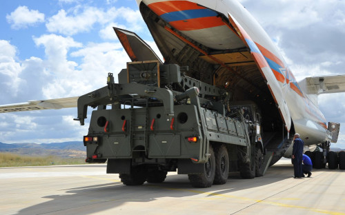 Первая партия компонентов зенитно-ракетных комплексов С-400 в Турции