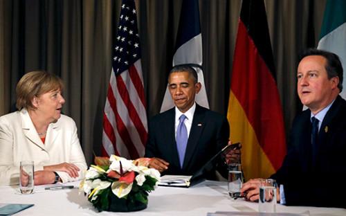 Канцлер ФРГ Ангела Меркель, президент США Барак Обама ипремьер-министр Великобритании Дэвид Кэмерон (слева направо)