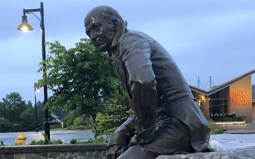 <p>Памятник Александру Баранову в городе Ситка</p>