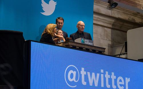 """<p><span style=""""font-size:16px;""""><strong>Twitter </strong></span></p>  <p>Фонд Мильнера и миллиардера Алишера Усманова купил акции сервиса микроблогов Twitter летом 2011 года, оценив его в <span style=""""color:#800000;""""><span style=""""font-size: 16px;""""><strong>$8 млрд</strong></span></span>. Тогда критики рассуждали о том, что инвесторы переплатили за компанию. Тем не менее Twitter на бирже в ноябре 2013 го оценили в<span style=""""font-size:16px;""""><strong> <span style=""""color:#800000;"""">$14,2 млрд</span></strong></span>, в первый же день торгов капитализация выросла до <span style=""""font-size:16px;""""><span style=""""color: rgb(128, 0, 0);""""><strong>$25 млрд</strong></span></span>, а сейчас она составляет <strong><span style=""""font-size:16px;""""><span style=""""color: rgb(128, 0, 0);"""">$30,7 млрд</span></span></strong>.</p>"""