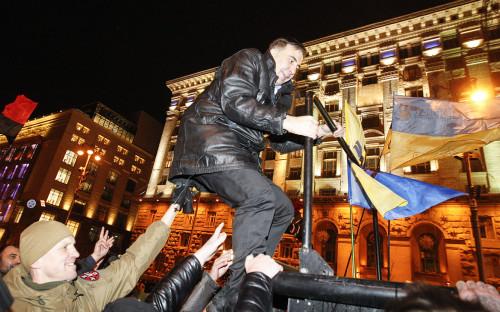 Михаил Саакашвили у Печерского районного суда после освобождения из-под стражи