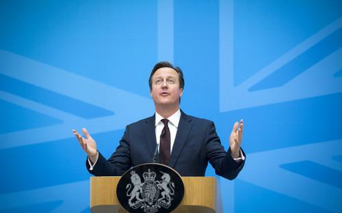 <p><strong><em>Премьер-министр Великобритании Дэвид Кэмерон</em></strong></p>  <p>&laquo;Мы не&nbsp;можем позволить одной стране мешать поиску правды или свершению правосудия. Если мы не&nbsp;сможем создать трибунал в рамках&nbsp;ООН, то мы воспользуемся другими способами этого добиться. Как и в случае с Локерби, правосудие должно восторжествовать&raquo;.</p>  <p>В 1988 году под Локерби был взорван пассажирский Boeing&nbsp;747. В 1999 году Ливия согласилась выдать подозреваемых в теракте для участия в судебном процессе. В 2001 году один из арестованных ливийцев был оправдан, а второй&nbsp;&mdash;&nbsp;экс-директор по безопасности Libyan Arab Airlines Абдельбасет аль-Меграхи&nbsp;&mdash;&nbsp;получил пожизненное заключение</p>
