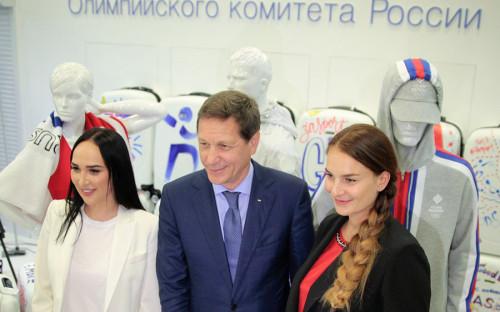 """<p>Zаsport входит в ZA Group, которая помимо спортивного направления развивает бренды anastasiAZadorina и занимается организацией и PR-сопровождением мероприятий. Учредителем и основным владельцем компании является Анастасия Задорина. В апреле 2016 года журнал Forbes <a href=""""http://www.forbes.ru/milliardery/317915-vysshaya-liga-kem-mechtaet-stat-aleksei-khotin"""">писал</a>, что она дочь руководителя службы обеспечения деятельности ФСБ России и президента спортклуба &laquo;Динамо&raquo; Михаила Шекина.</p>  <p>На фото, слева направо: Анастасия Задорина, президент Олимпийского комитета России Александр Жуков и олимпийская чемпионка по фехтованию Софья Великая</p>"""