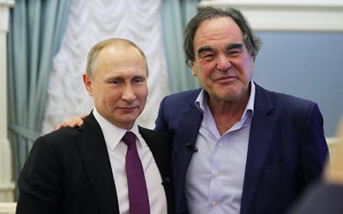 <p>Владимир Путин и&nbsp;Оливер Стоун</p>  <p></p>