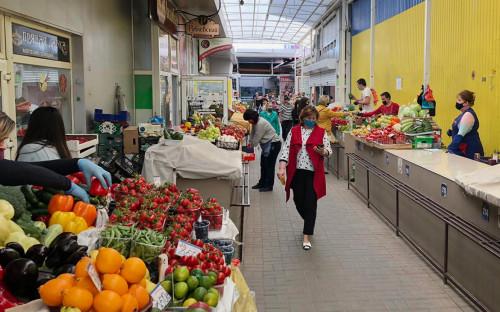 <p>Соблюдение &laquo;масочного режима&raquo; на рынке в Симферополе</p>