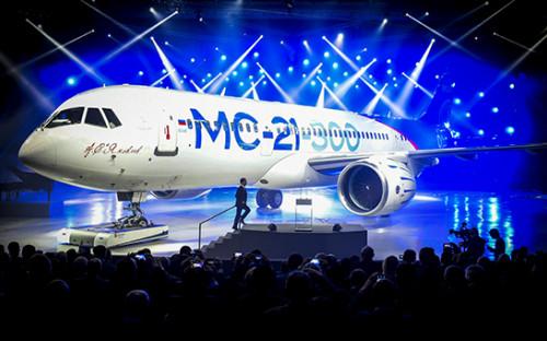 <p>Премьер-министр РФ Дмитрий Медведев во&nbsp;время выступления на&nbsp;церемонии выкатки магистрального самолета МС-21-300 на&nbsp;авиационном заводе корпорации &laquo;Иркут&raquo;</p>
