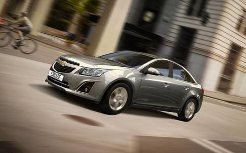 <p><b>Chevrolet Cruze</b><br /> <br /> Первый кандидат на вылет. При завоевании российского рынка автомобилями местной сборки General Motors поставил на одну из самых удачных своих моделей: она производится с 2009г. в Петербурге. К сожалению, модель находится в сегменте С, на котором самым радикальным образом сказался кризис на автомобильном рынке в стране.<br /> <b>Продано в первом полугодии 2014 г.:</b> 10 932<br /> <b>В % к первому полугодию 2013г.:</b> -56</p>