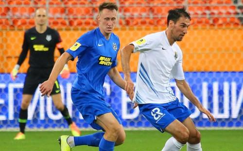 Футболист «Сочи» Ивелин Попов (справа) в матче чемпионата России против «Тамбова»