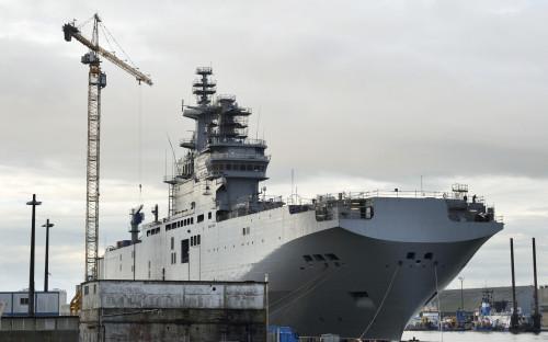 Вертолетоносец «Севастополь» класса «Мистраль» во французском порту Сен-Назер