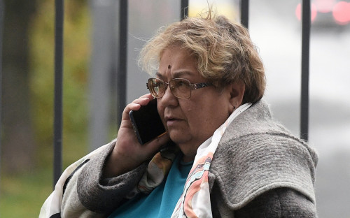 Гражданская жена погибшего Сергея Захарова Ирина Стерхова перед зданием Московского городского суда