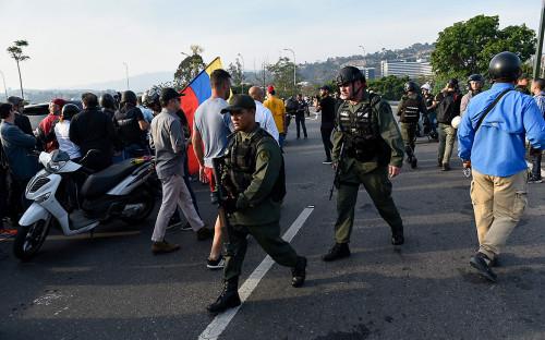 СМИ сообщили о 37 пострадавших во время массовых протестов в Каракасе