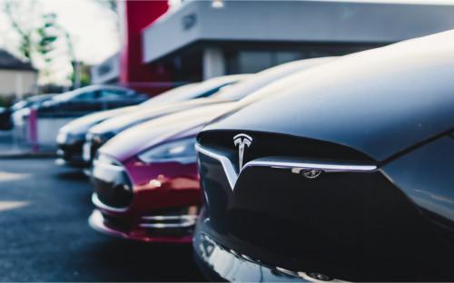 Китай ограничит использование электрокаров Tesla военными и госслужащими