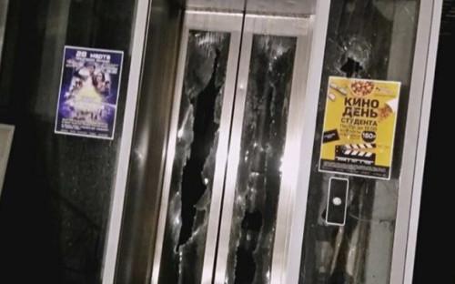 В здании ТРЦ «Зимняя вишня» было три кинозала. В день пожара там показывали боевик «Тихоокеанский рубеж 2» и мультфильм «Шерлок Гномс»