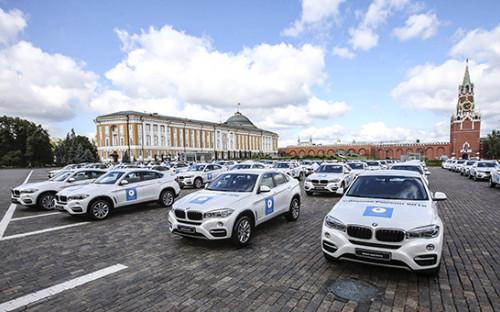 <p>На Ивановской площади Московского Кремля перед церемонией вручения автомобилей российским спортсменам &mdash; победителям и призерам Игр XXXI Олимпиады в Рио-де-Жанейро,&nbsp;25 августа 2016 года</p>  <p></p>  <p></p>