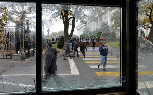 Протесты после парламентских выборов в Бишкеке