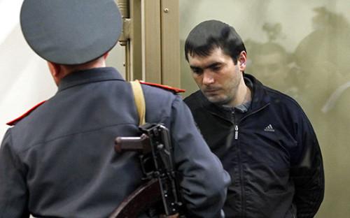 <p>Один из членов банды Сергея Цапка Вячеслав Рябцев (справа). 2012 год</p>  <p></p>
