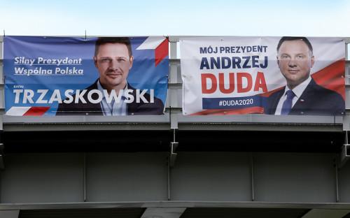 Предвыборные плакаты кандидатов в президенты Рафала Тшасковского и Анджея Дуды