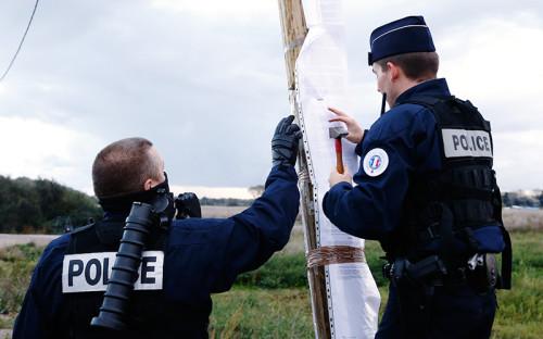 <p>Французские власти в&nbsp;понедельник, 24 октября, начали расселение стихийного лагеря беженцев в&nbsp;Кале, известного как&nbsp;&laquo;Джунгли&raquo;.<br /> <br /> <br /> &nbsp;</p>