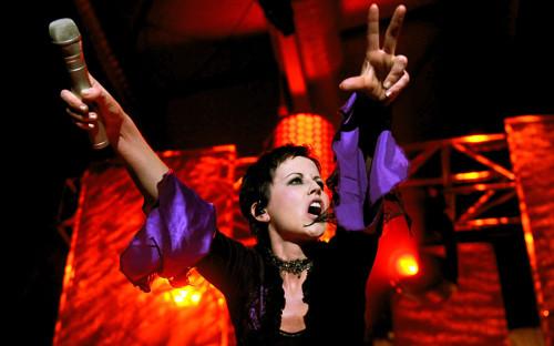 """Менее чем через сутки после смерти фронтвумен ирландской группы The Cranberries 46-летней Долорес О&#39;Риордан <a href=""""https://www.rbc.ru/society/16/01/2018/5a5da4529a7947882aa7c044?from=main"""">произошел</a> резкий рост продаж последних альбомов группы. На 913&nbsp;350% вырос интерес к диску &laquo;Something Else&raquo;, который вышел в апреле прошлого года. Продажи сольного альбома О&#39;Риордан &laquo;Are You Listening?&raquo; выросли на 147 552%.<br /> &nbsp;"""