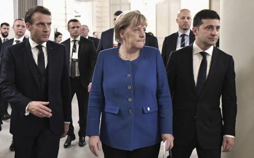Эмманюэль Макрон, Ангела Меркель и Владимир Зеленский (слева направо)