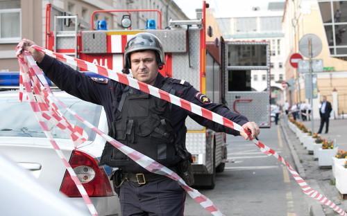 Эвакуация здания на Кожевнической улице в Москве