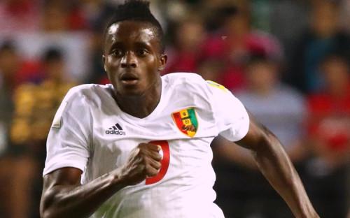 Момо Янсане в матче за сборную Гвинеи