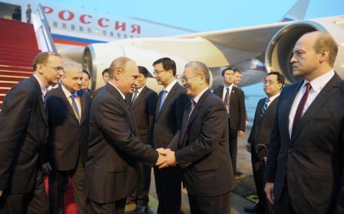 <p>Прибытие президента России Владимира Путина в аэропорт Шанхая</p>