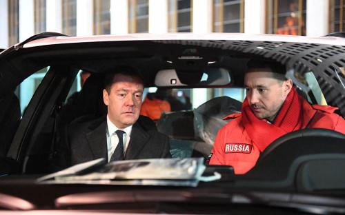 <p>Дмитрий Медведев и олимпийский чемпион по хоккею Илья Ковальчук (справа)</p>  <p></p>