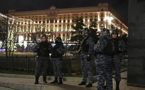 Картинки по запросу «Слышались автоматные очереди»: что известно о стрельбе у здания ФСБ на Лубянке