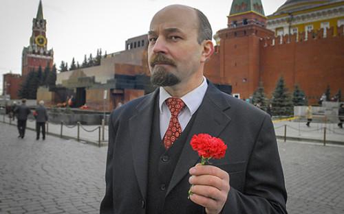 <p>Двойник Владимира Ленина у Мавзолея</p>  <p></p>