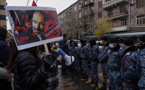 Митинг с требованием отставки премьер-министра Армении Никола Пашиняна