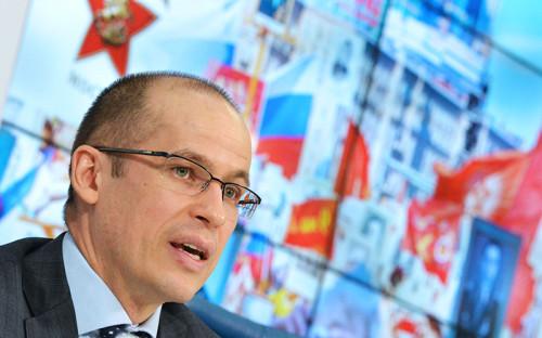 """<p><span style=""""font-size:16px;""""><strong>Александр Бречалов</strong>, секретарь Общественной палаты</span></p>  <p><em>2-ое место <a href=""""http://top.rbc.ru/politics/03/02/2015/54cfa9209a7947843b706063"""">в февральском рейтинге</a></em></p>  <p>Состоит в Общественной палате с апреля 2013 года. В июле того же года был избран членом Центрального Штаба Общероссийского Народного Фронта. 5 декабря на форуме ОНФ пожаловался президенту Владимиру Путину на руководство Сахалинской области, заложившее в бюджет 680 млн руб. на &laquo;улучшение имиджа губернатора&raquo;. С ноября 2014 года &ndash; первый вице-президент Общероссийской общественной организации малого и среднего предпринимательства &laquo;ОПОРА России&raquo;. Входит в наблюдательный совет Агентства стратегических инициатив и МСП Банка.</p>  <p></p>"""