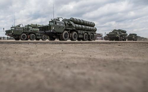 <p>Пусковая установка зенитных ракет комплекса С-400</p>  <p></p>