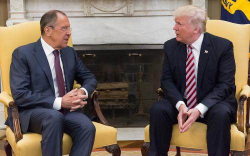 Глава МИД РФ Сергей Лавров и Дональд Трамп (слева направо)