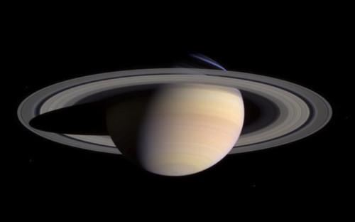 Межпланетный зонд Cassini был создан NASA, Европейским космическим агентством и Итальянским космическим агентством. Он стартовал с Земли в октябре 1997 года и был предназначен для исследования Сатурна, его колец и спутников.