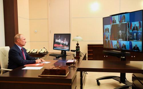 Владимир Путин насовещании с постоянными членами Совета Безопасности (в режиме видеоконференции)
