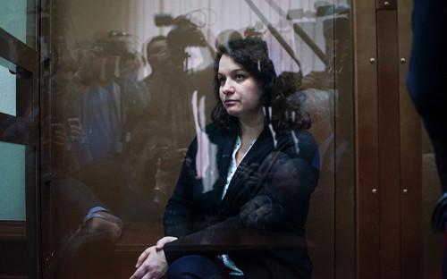 """<p>В понедельник, 5 февраля, Мосгорсуд <a href=""""https://www.rbc.ru/society/05/02/2018/5a781ecc9a7947773ccc65e2?from=main"""">отпустил</a> из-под ареста врача-гематолога Елену Мисюрину. 22 января 2018 года ее признали виновной в смерти пациента и приговорили к двум годам колонии общего режима.</p>"""