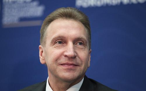 """<p><strong>Игорь Шувалов</strong>, первый вице-премьер правительства России:</p>  <p>&laquo;Что меня больше всего удовлетворяет в&nbsp;работе, которую мы [правительство] проводим, это&nbsp;то, что&nbsp;мы переживали самые разные этапы с&nbsp;момента, когда&nbsp;все пришли в&nbsp;правительство в&nbsp;2000 году, и&nbsp;ни разу за&nbsp;15 лет не&nbsp;были изменены основы экономического курса. Нельзя сказать, что&nbsp;это курс, <a href=""""http://tv.rbc.ru/archive/ekskluziv/5764440e9a79473d237f9992"""">который проповедует</a> Кудрин, или&nbsp;Улюкаев, или&nbsp;Глазьев. Он сложнее. Страна сложная. И вы не&nbsp;можете провести&nbsp;то, что&nbsp;нужно сейчас для&nbsp;свободных рыночных отношений исключительно, если&nbsp;не&nbsp;будете платить пенсии.</p>  <p>Основа экономического курса президента Путина, его правительства, &mdash;&nbsp;это основа такого здорового рыночного капитализма, но&nbsp;с&nbsp;одним большим &laquo;но&raquo;. Социальная политика крайне ответственна и&nbsp;обременительна. Может быть, иногда даже&nbsp;не&nbsp;дает возможности быстро развиваться экономике, но&nbsp;все время президент подчеркивает, что&nbsp;мы социальное государство&nbsp;и, что&nbsp;бы ни&nbsp;случилось, социальные обязательства выполняем в&nbsp;полном объеме.</p>  <p>Вообще, резких разворотов за&nbsp;все годы, пока&nbsp;Путин&nbsp;&mdash;&nbsp;президент, я не&nbsp;видел. Я думаю, что&nbsp;самое ценное и&nbsp;важное&nbsp;&mdash;&nbsp;это последовательное предсказуемое поведение, в&nbsp;экономике никаких разворотов ни&nbsp;направо, ни&nbsp;налево, тем более резких не&nbsp;нужно&raquo;.</p>"""