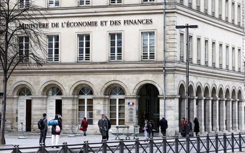 """<p><span style=""""font-size:16px;""""><strong>Франция</strong></span></p>  <p>&nbsp;</p>  <p>Во Франции работодатель сам платит социальные взносы за работника, но при этом всегда указывает в расчетной ведомости, какая сумма была уплачена. Общая сумма страховых отчислений в середине 2013 года составляла 15,5% от зарплаты.</p>"""