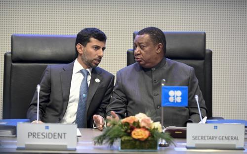 Министр энергетики ОАЭ и президент ОПЕК Сухейль Мухаммед Фарадж аль-Мазруи и генеральный секретарь ОПЕК Мохаммед Баркиндо (слева направо)