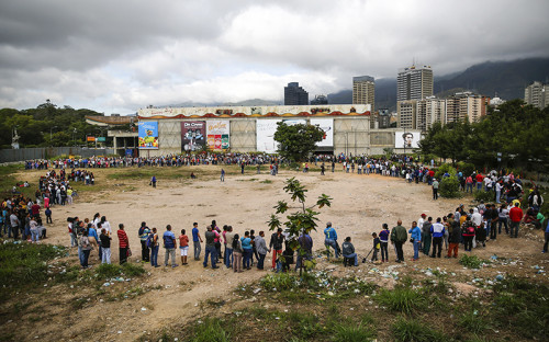 <p>Очередь к государственному супермаркету в Каракасе.</p>