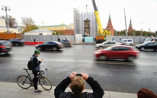 Изначально установку памятника планировали приурочить к1000-летию преставления князя Владимира. Позднее было решено возвести его к1мая, новитоге сроки решили перенести