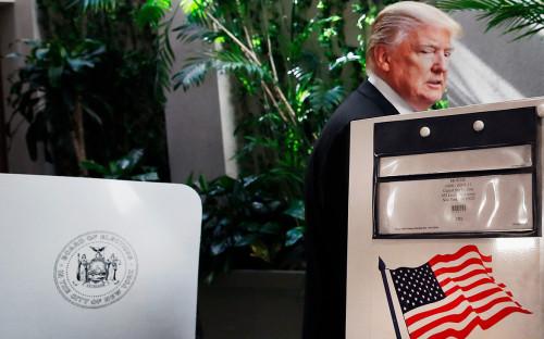 Дональд Трамп голосует на предварительных выборах в Нью-Йорке, 19 апреля 2016г.