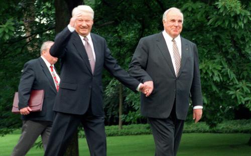 <p>Борис Ельцин и&nbsp;Гельмут Коль</p>  <p></p>