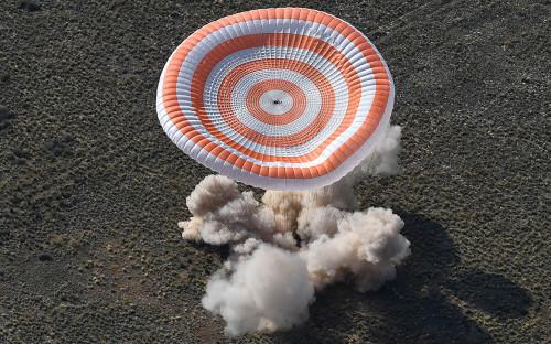 Посадка пилотируемого корабля «Союз МС-11»