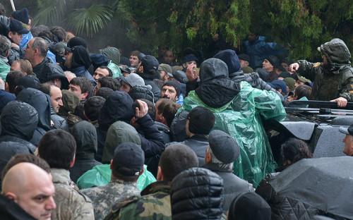 Уличные протесты и беспорядки в Абхазии. Что важно знать