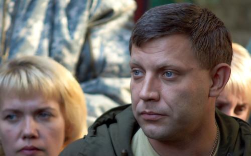 Александр Захарченко родился в 1976 году в Донецке. С отличием окончил Донецкий техникум промышленной автоматики, работал на шахте. С 2006 года был директором ООО «Торговый дом «Континент» украинского олигарха Рината Ахметова