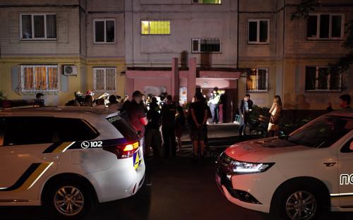 По словам коллег Бабченко, журналист возвращался домой из магазина. Убийца вошел в подъезд вслед за ним.