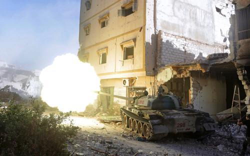 Танк Ливийской национальной армиив Бенгази