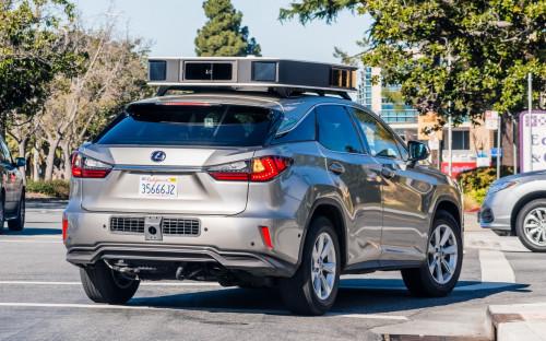 Автомобиль Lexus с системой беспилотного управления Apple